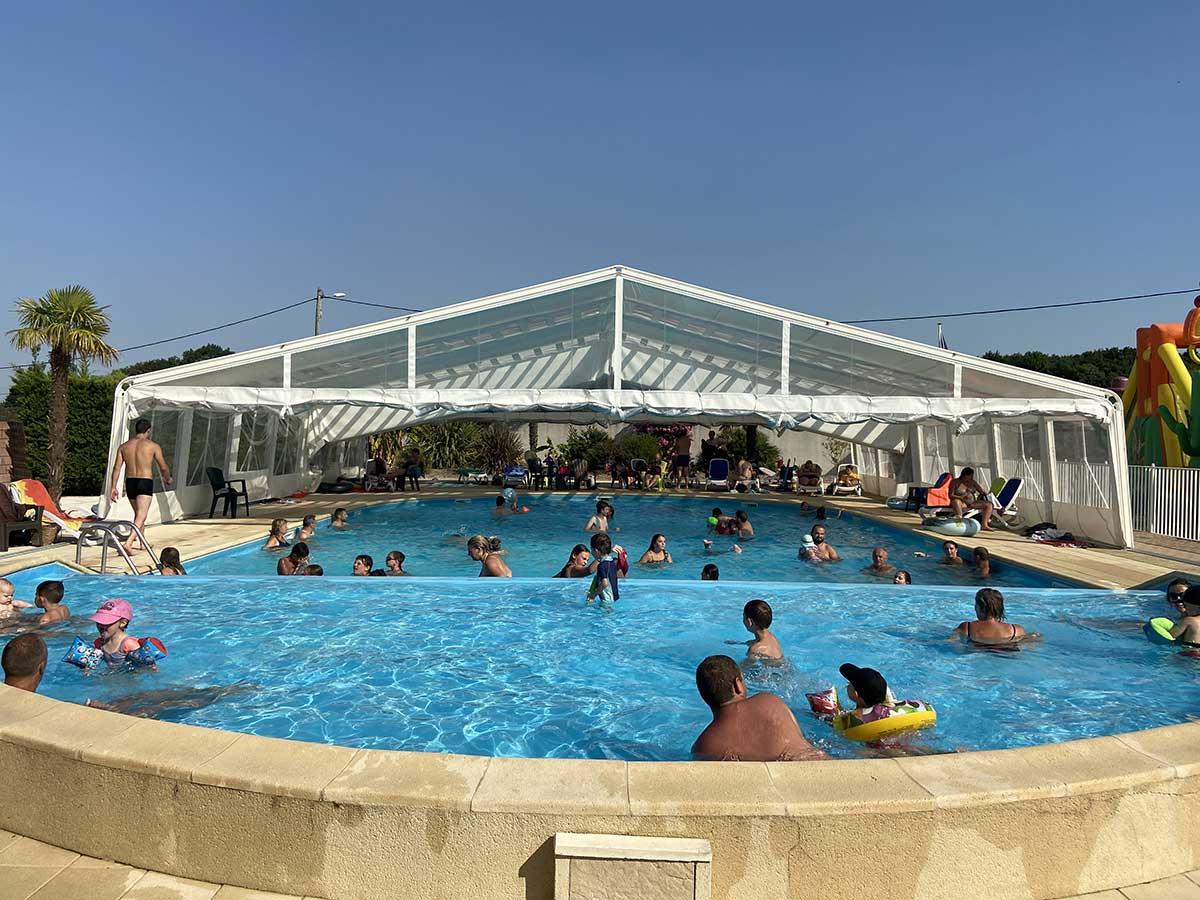espace aquatique avec piscine couverte